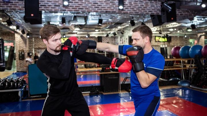 Держи удар, стой в планке: Иван Зубарев и Тарас Крокос устроили показательный фитнес в центре города