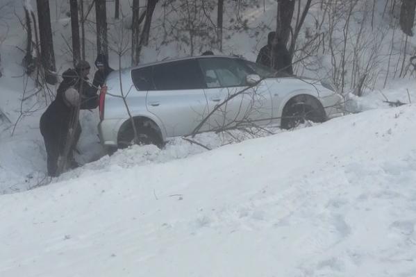 Иномарка вылетела в кювет — пострадали пассажиры, среди которых был ребёнок