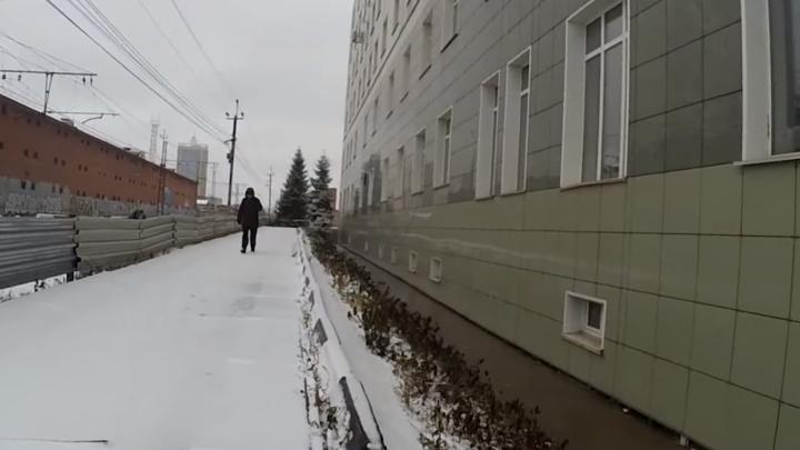 В Новосибирске исчез скандальный знак с «кирпичом», под который ездили водители-хамы