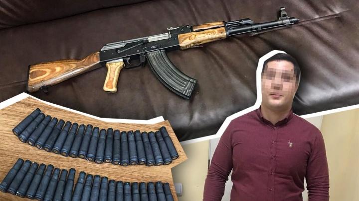 «Стрелял в офисе продаж пластиковых окон»: в Волгограде полиция оцепила здание на Ангарском
