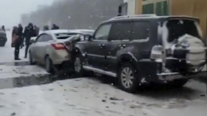 «Всё в лепешку»: на трассе М-4 столкнулись полтора десятка машин