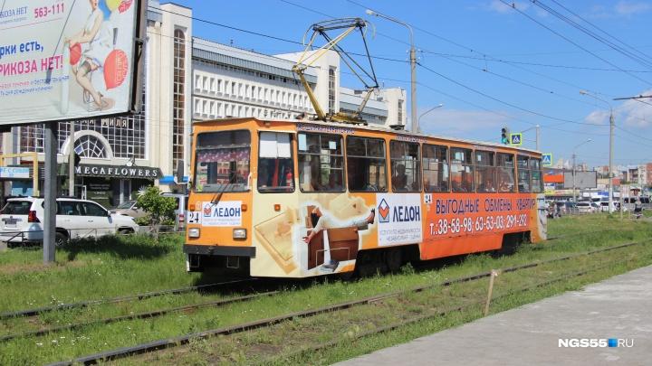 Омские водители трамваев пожаловались на то, что их лишили отопления в кабинах