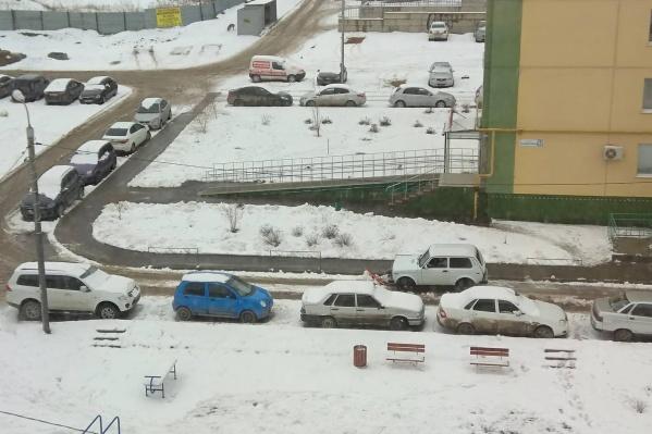 «Нива» справляется с уборкой снега не хуже трактора