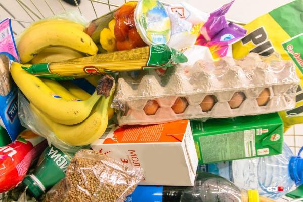 В потребительскую корзину сейчас входят продукты первой необходимости