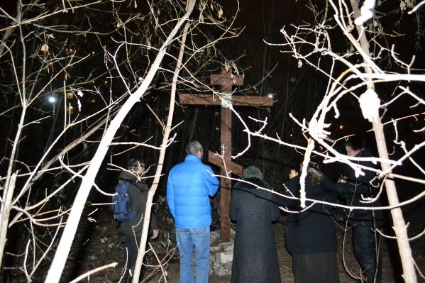 Крест установили на месте, где хотят построить еврейский общинный центр