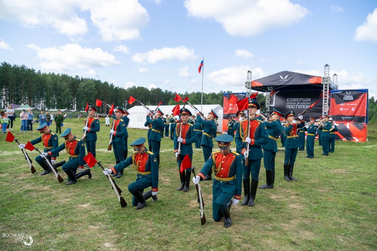 Военные устроили музыкальное представление