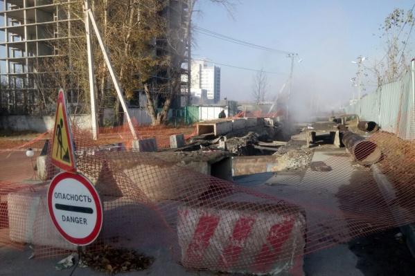 Теперь жителям улицы Обской приходится ехать на работу через Большевистскую