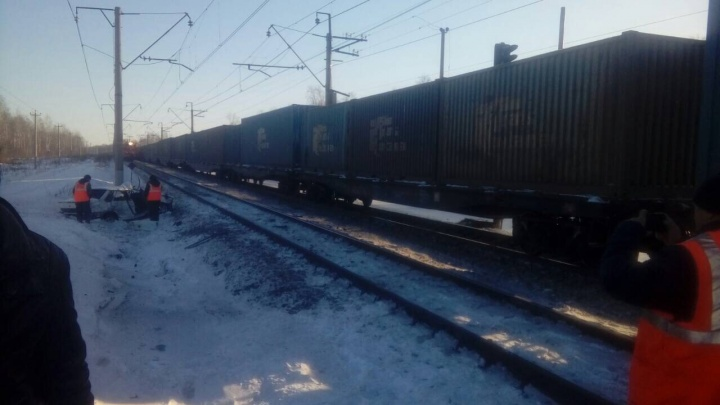 Машина всмятку, пассажирка — в реанимации: на видео попали последствия ДТП под Заводоуковском