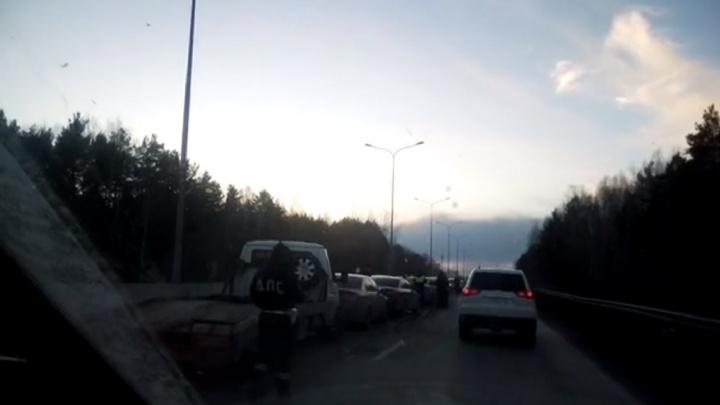 На объездной в районе ТЭЦ-2 столкнулись пять машин: пострадали три человека