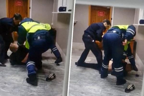 Мужчину скрутили в отделении