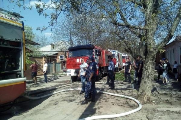 Пожар собрал поблизости не только спасателей, но и зевак