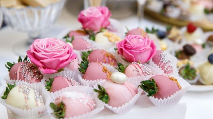 Пальчики оближешь: городская кофейня уже год радует взрослых и детей потрясающими сладкими букетами