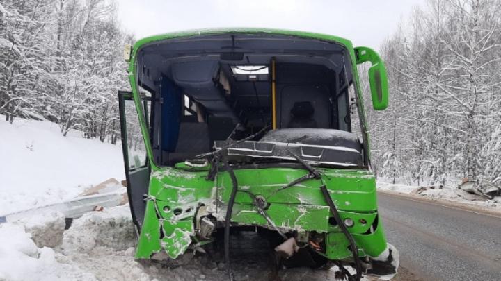 В пермской больнице умер второй пострадавший в массовом ДТП под Нытвой — это водитель автобуса