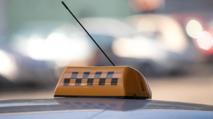 В Ростовской области двое мужчин похитили и пытались задушить таксиста