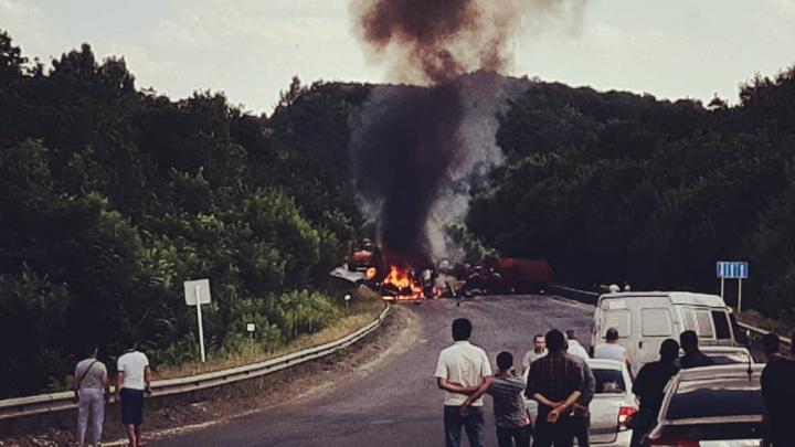 Машины объяло пламенем: очевидцы рассказали о страшной аварии на трассе М-5 под Самарой