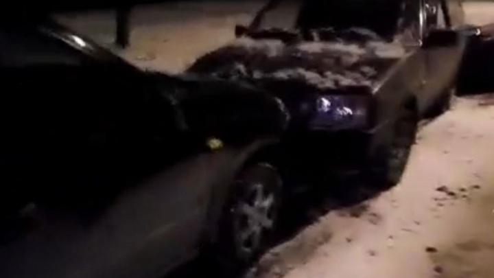 """""""Просто развернулся и уехал"""": на Уралмаше водитель протаранил три автомобиля и скрылся"""
