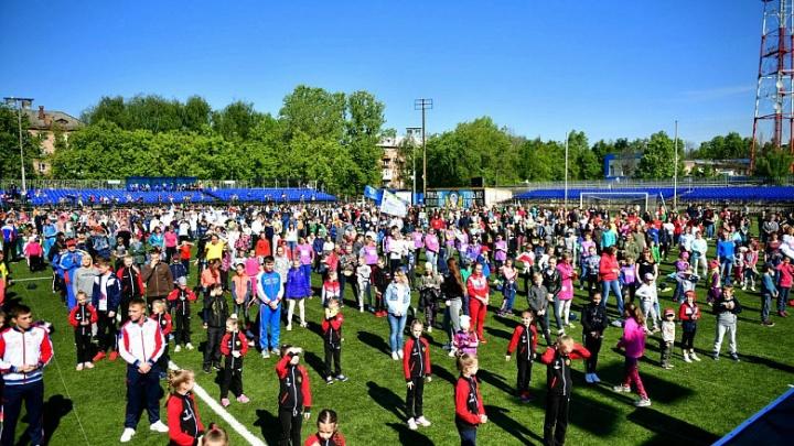Две тысячи ярославцев вышли на зарядку и установили рекорд: фото