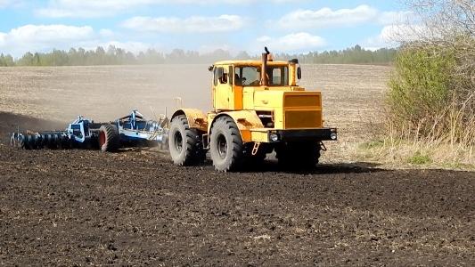 В Уяре начинают готовить цифровых агротехнологов: будут управлять трактором в режиме беспилотника