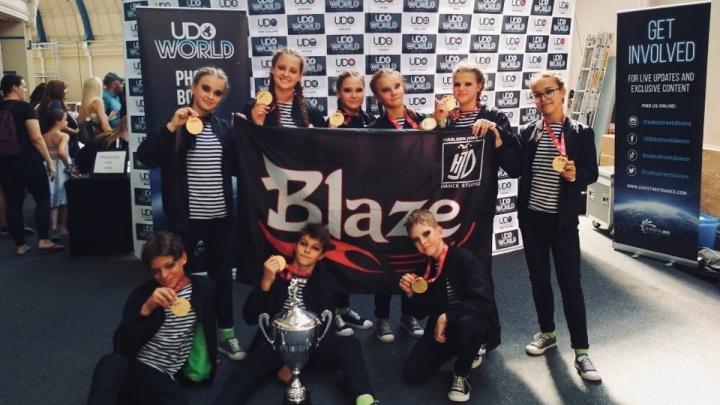 Школьники из Красноярска стали чемпионами мира по уличным танцам в Англии. Смотрим выступление