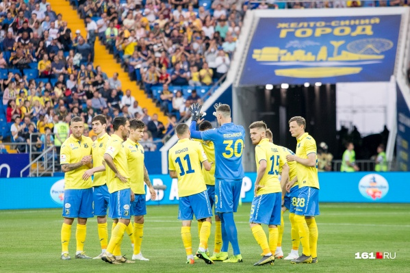 Целых десять желто-синих помогут своим национальным сборным