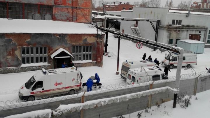 На заводе имени Калинина обрушилась крыша на цех с людьми