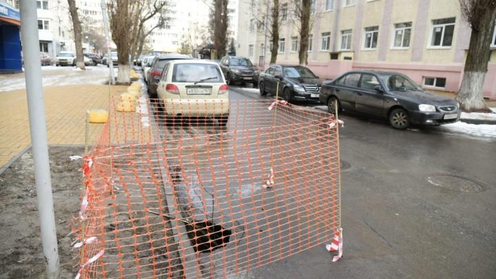 В Ростове после коммунальных работ кусок дороги провалился под землю
