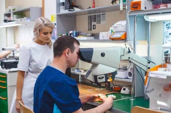 В «Стоматологии 32» новосибирцам предлагают бюджетное решение по восстановлению зубов