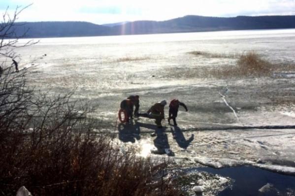 Мужчину со льда доставили в расположение части