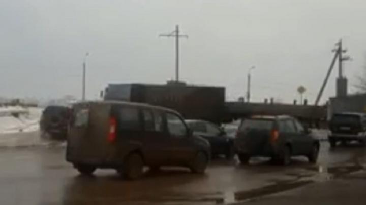В Волгограде из-за двух аварий замерло движение на оживленном участке Второй Продольной магистрали