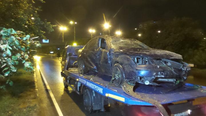 Занесло на затяжном повороте: на Егоршинском подходе перевернулся автомобиль