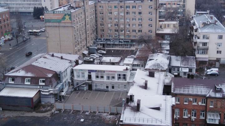 В последний день новогодних каникул в Ростове пошел снег. Фоторепортаж с улиц города
