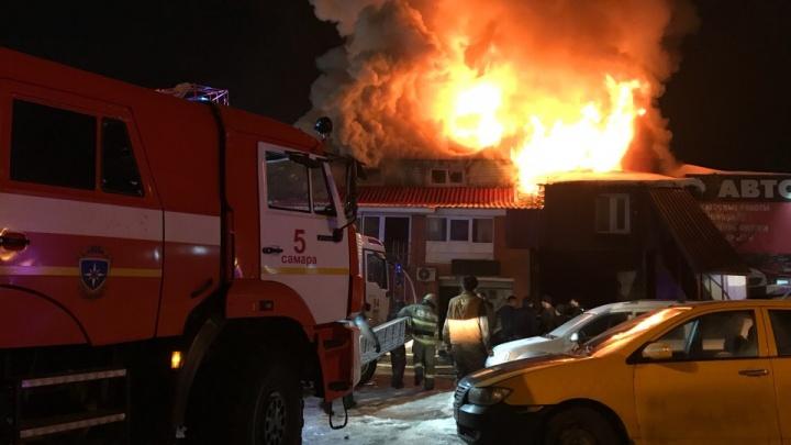 Полыхало, как в аду: в Самаре на Алма-Атинской сгорел автосервис