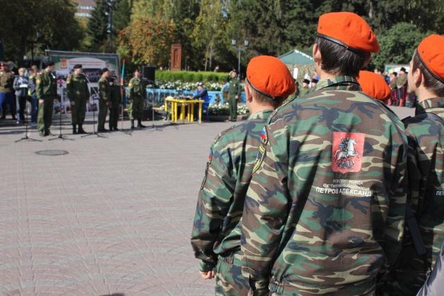 У юных бойцов на спине написано «Резидент фонда Св. Георгия Победоносца»