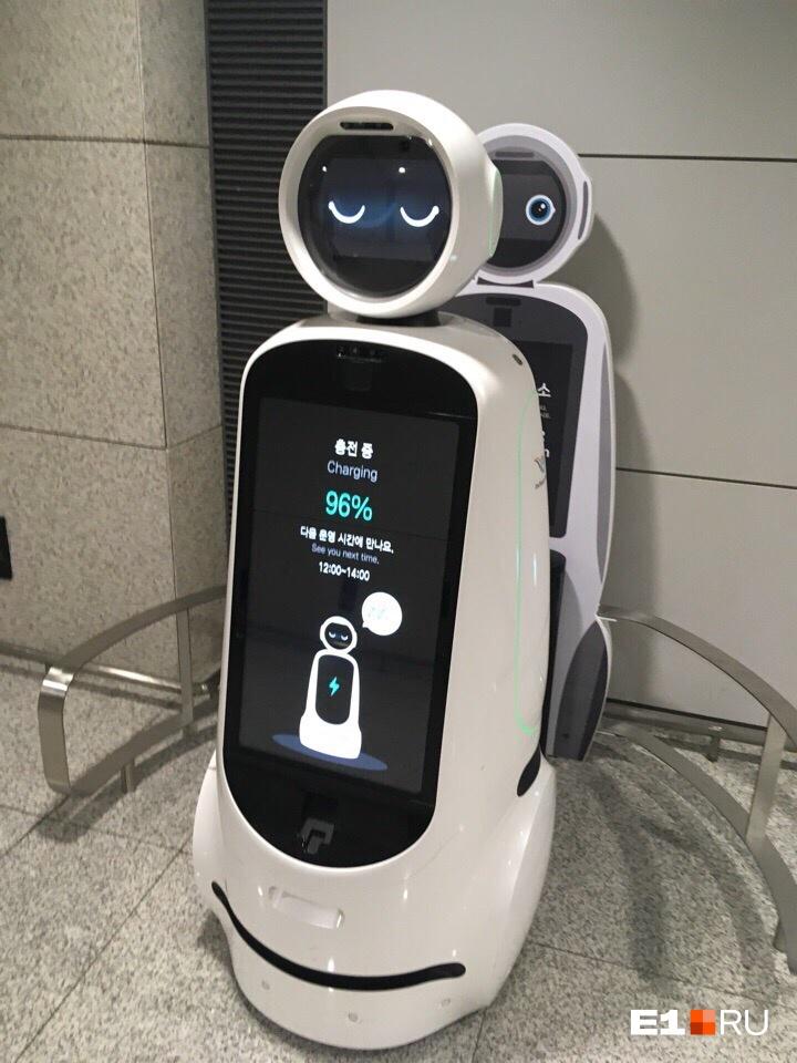 Уже в аэропорту всех встречают роботы