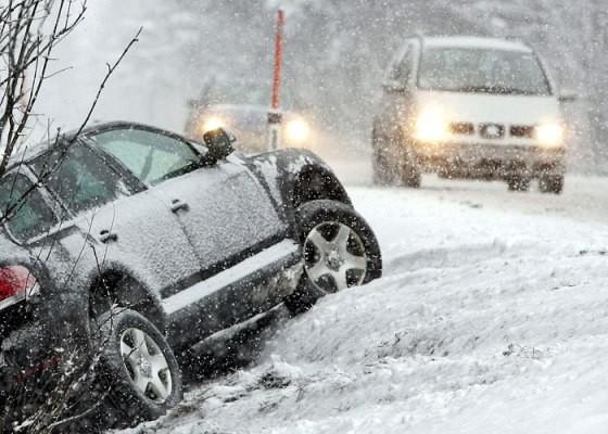 В Екатеринбурге всем, кто попал в ДТП из-за снегопада, восстановят и покрасят автомобиль от 2 700 рублей