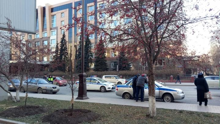 Автобус сбил 90-летнюю женщину у сквера имени Немцова