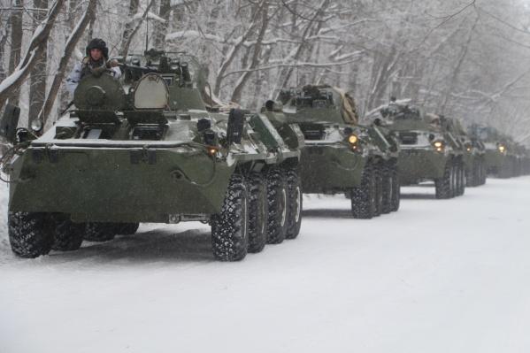 Военные начнут марш на штатной технике в назначенные районы