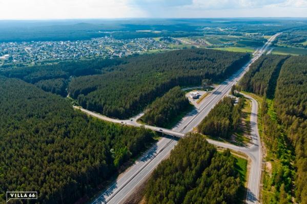 Новый поселок расположен в 23 км от границы Екатеринбурга