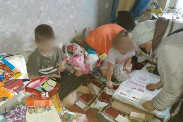 Двое детей содержались в антисанитарии дома