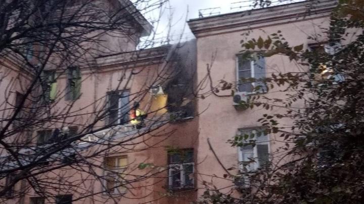 В Волгограде из горящей четырехэтажки спасли 15 человек