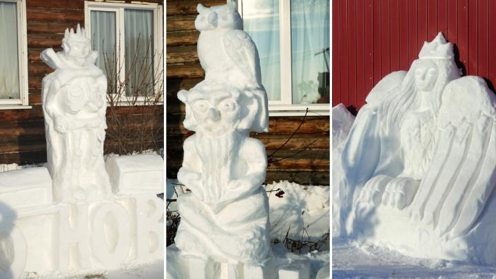 Мастерица под Ишимом вырезает из снега сюжеты сказок. Показываем самые впечатляющие фигуры