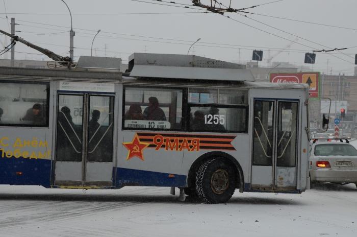 Троллейбусы не едут из-заотсутствия напряжения от Лазурной до «Золотой Нивы»