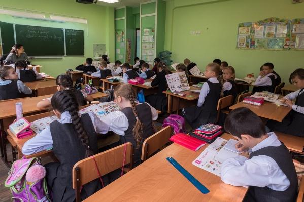 Учителя отмечают, что в деревне скучно и небольшие зарплаты