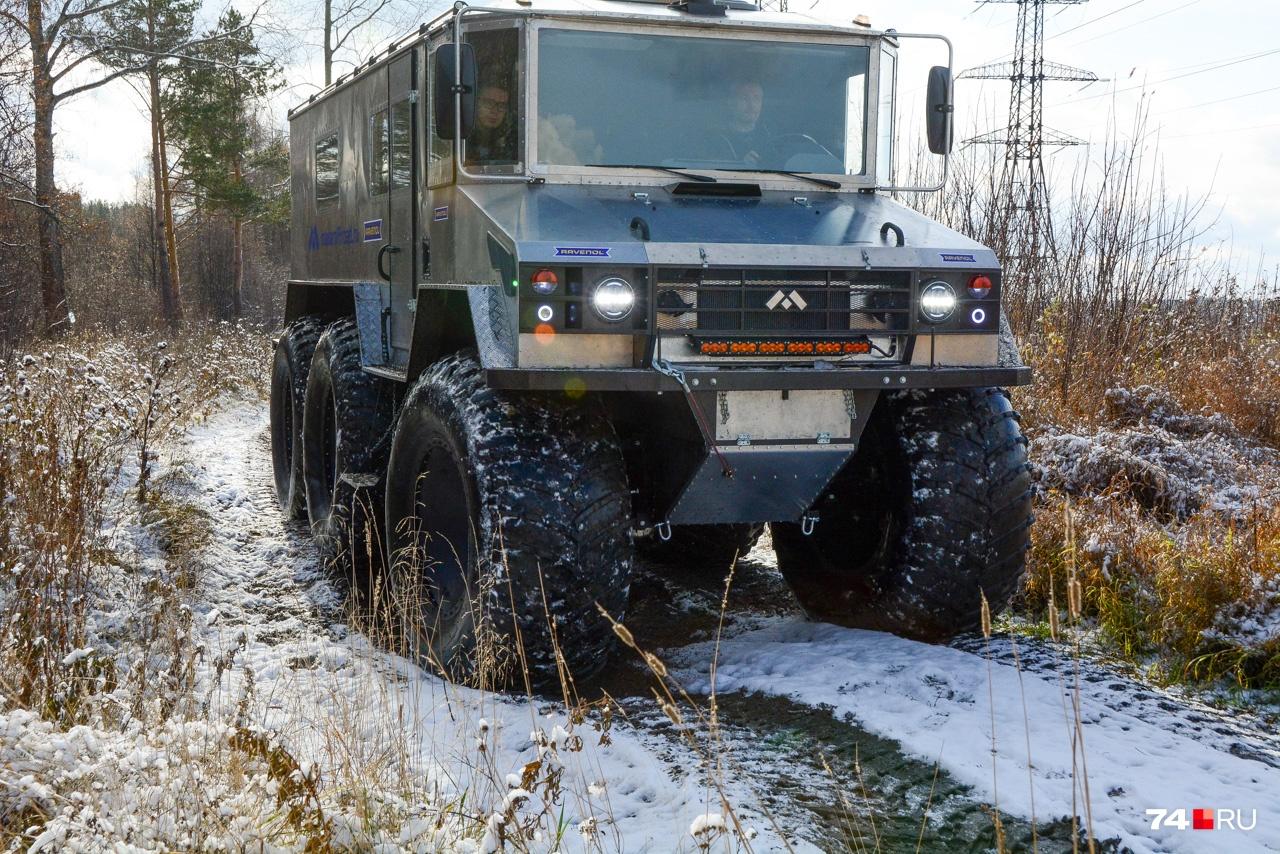 Суммарная ширина пары колёс — полтора метра, высота каждого — 1,7 метра