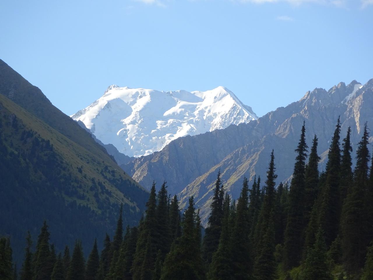 В Киргизии — одни из самых высоких горных пиков
