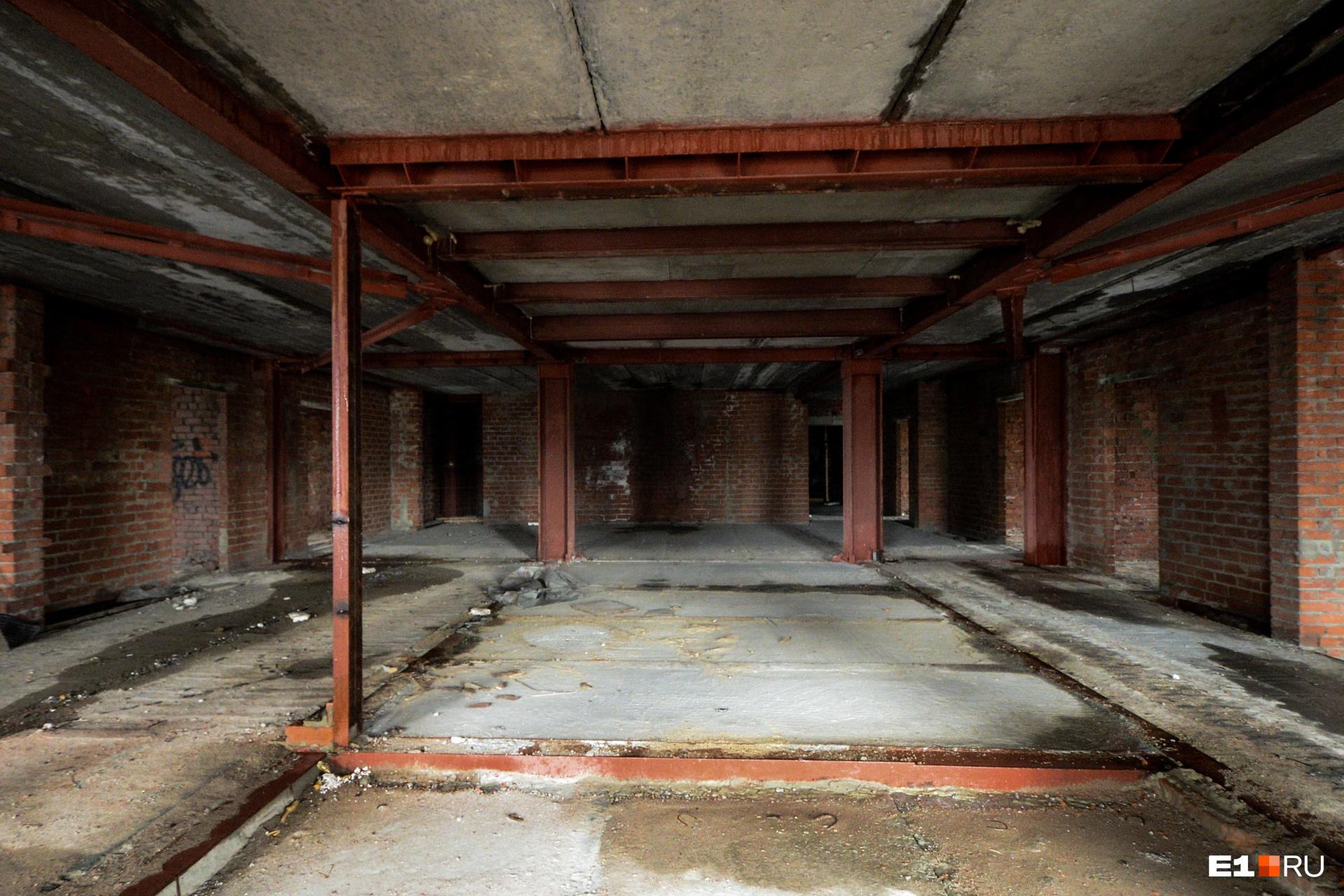 Еще один этаж — даже сложно вспомнить какой, так они похожи