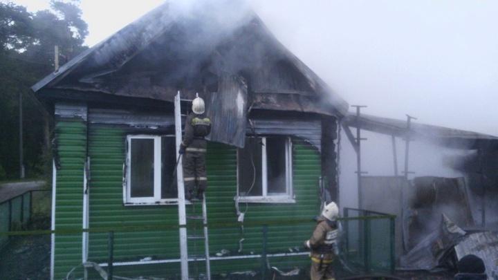 В Прикамье пожарные вынесли из горящего дома 82-летнюю бабушку