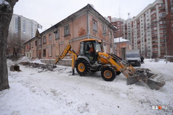 Эти двухэтажки хотят снести и на их месте построить квартал с садиками и ТЦ