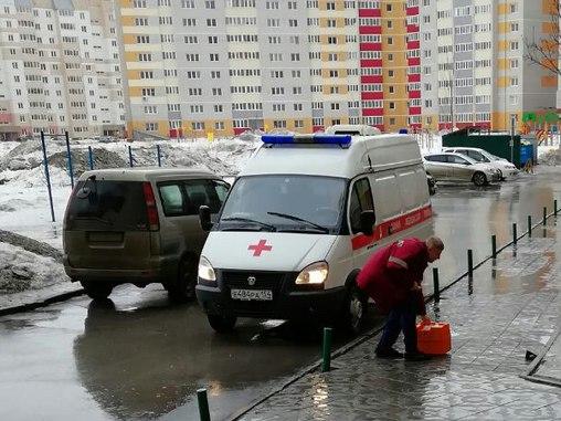 Дворник упал с крыши многоэтажкив Краснообске