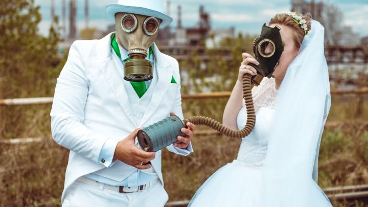 Производственный брак: челябинская пара устроила свадебную фотосессию в противогазах